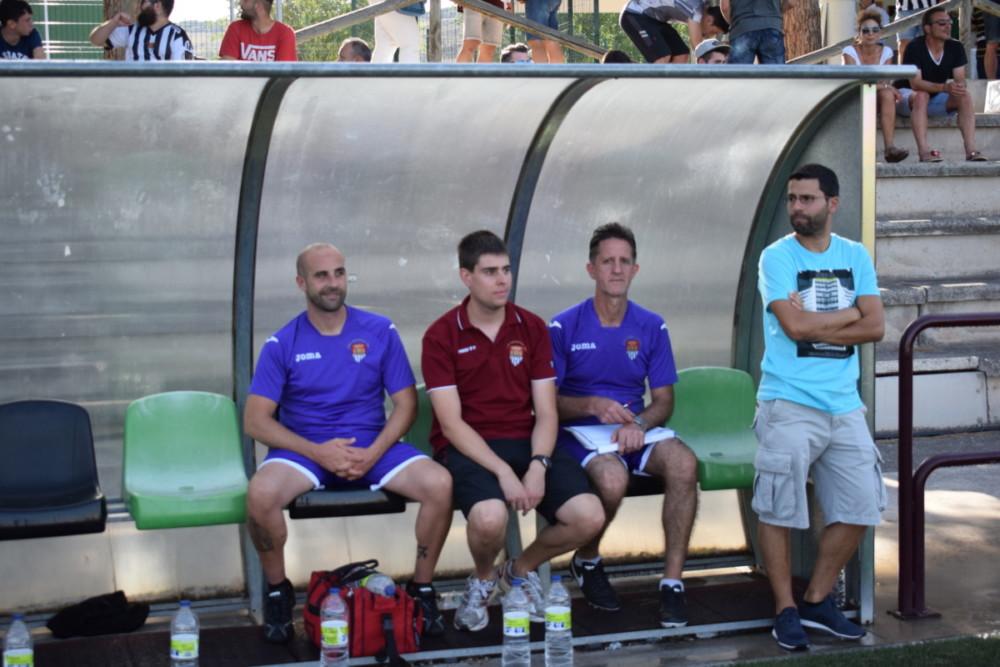 El entrenador Rubén López 'Tato' en el banquillo en el Tedeón-Haro Deportivo del pasado sábado.