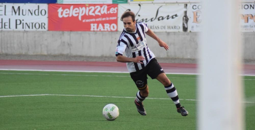 Aimar conduce el balón en el partido de Copa Federación ante el Náxara | Archivo