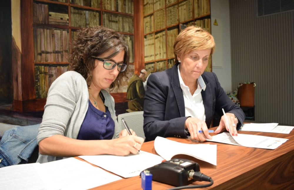 Laura Rivado y la consejera Leonor González Menorca.