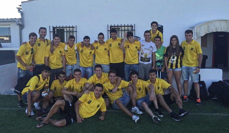 Imagen de la plantilla del Casalarreina y aficionados tras la primera victoria de la temporada | Facebook Casalarreina Oe Oe