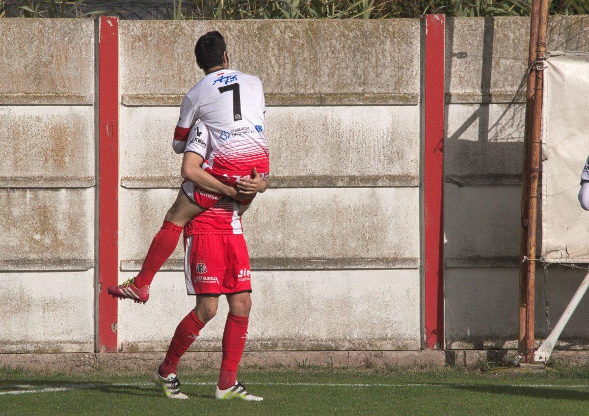 Chimbo y Esaúl celebran el 1-0 anotado a los 15 minutos de partido.