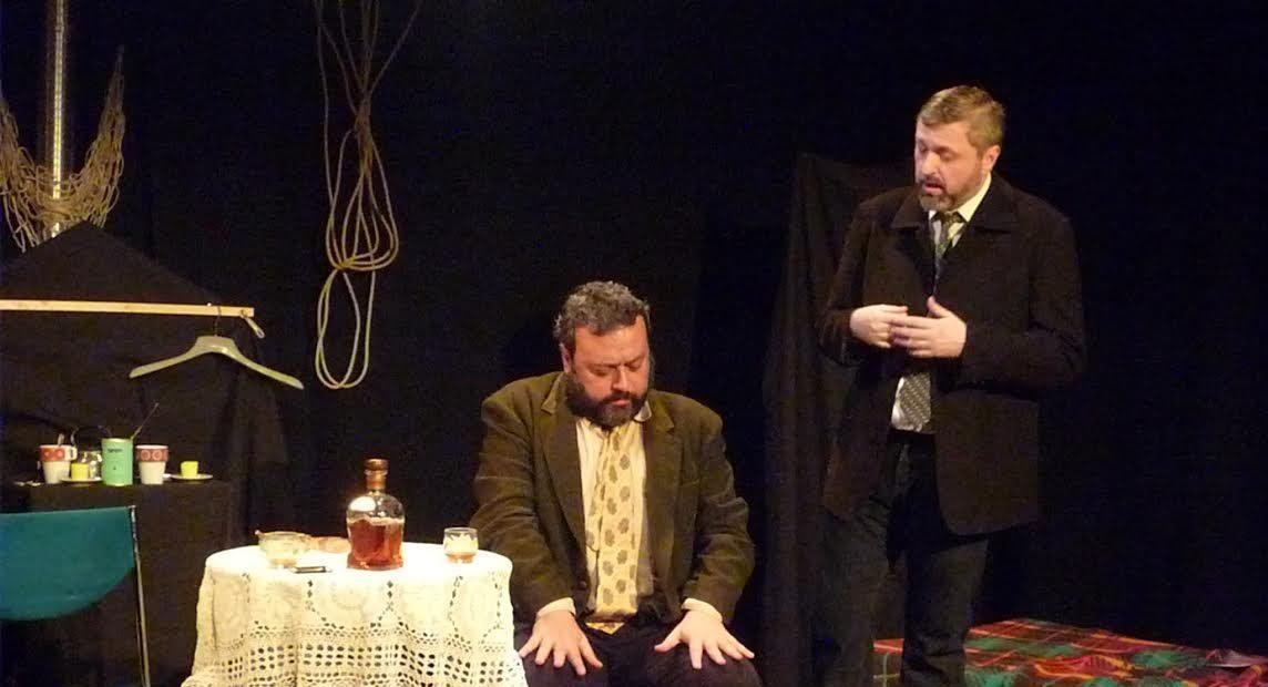 Javier Perdiguero y José Fuentefría durante una representación de 'Los emigrados'