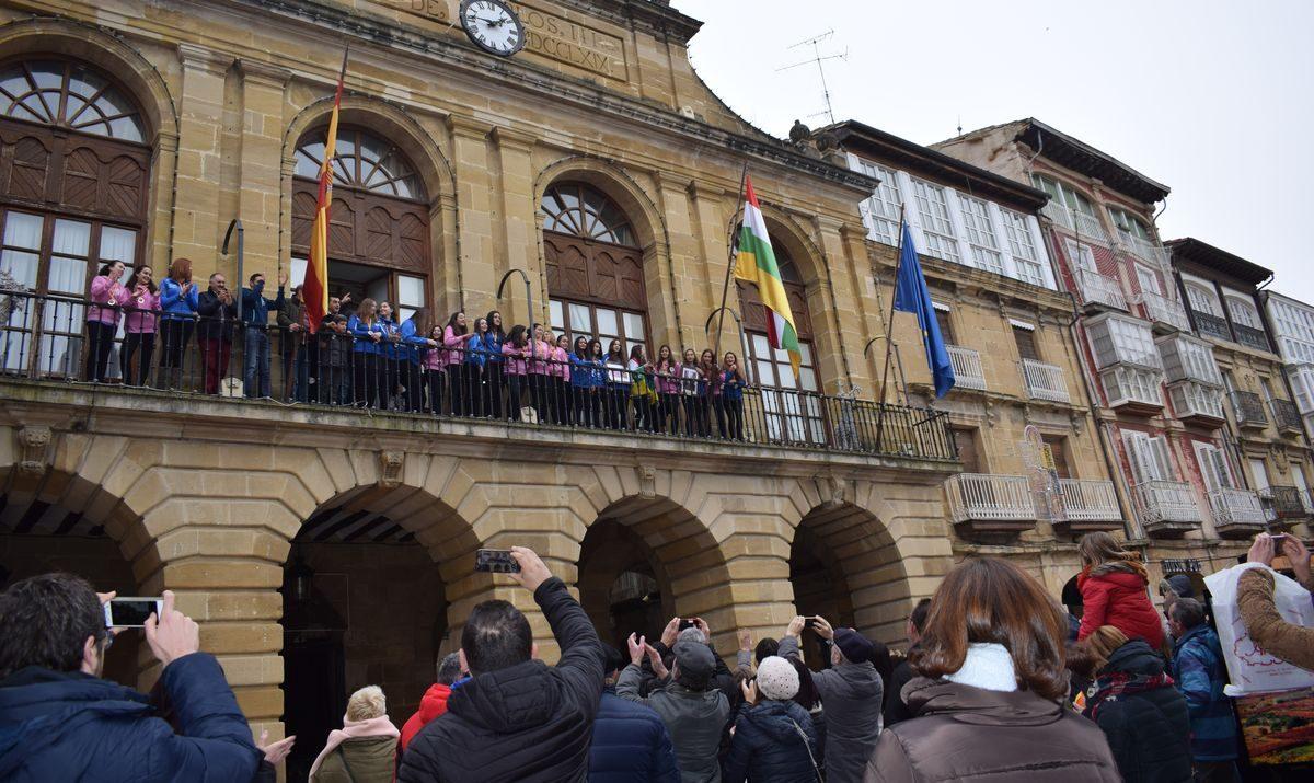 La cantera del Haro Rioja Voley festeja en el Ayuntamiento el oro y bronce logrados en la Copa de España 8
