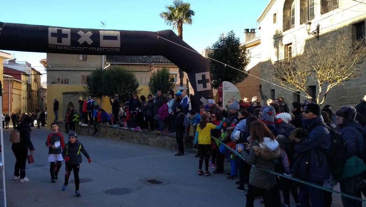 1.000 personas corren en Rodezno por las familias con niños con cáncer 12