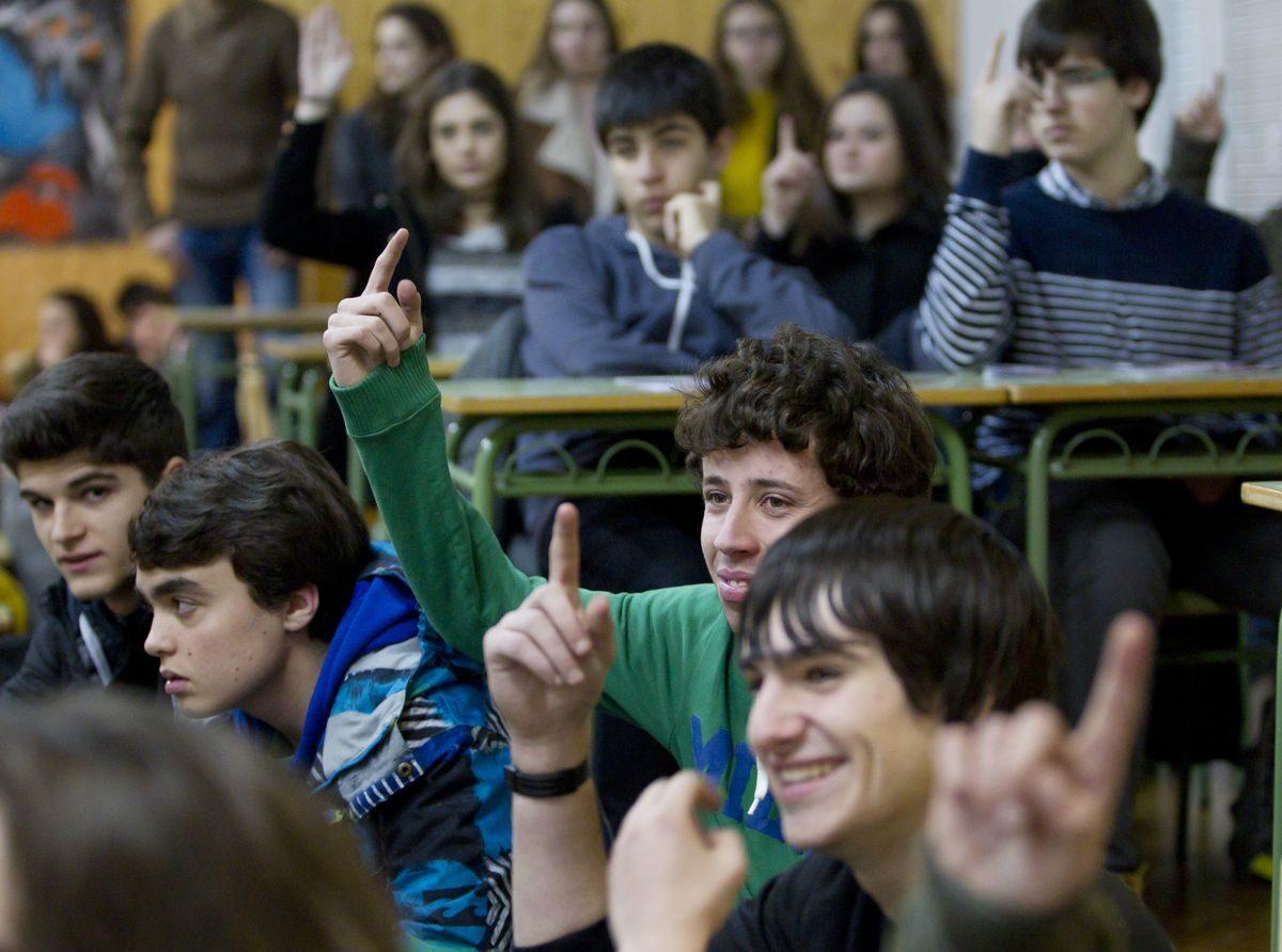 Las imágenes de la campaña informativa de la Universidad de La Rioja en el IES Ciudad de Haro 5