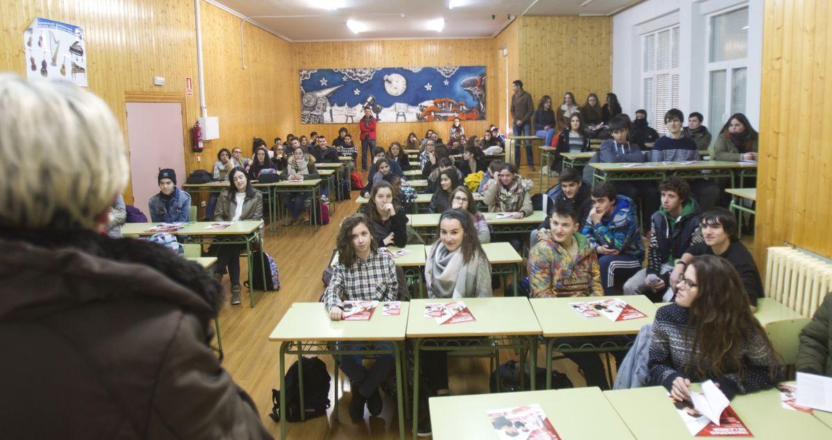 Las imágenes de la campaña informativa de la Universidad de La Rioja en el IES Ciudad de Haro 6