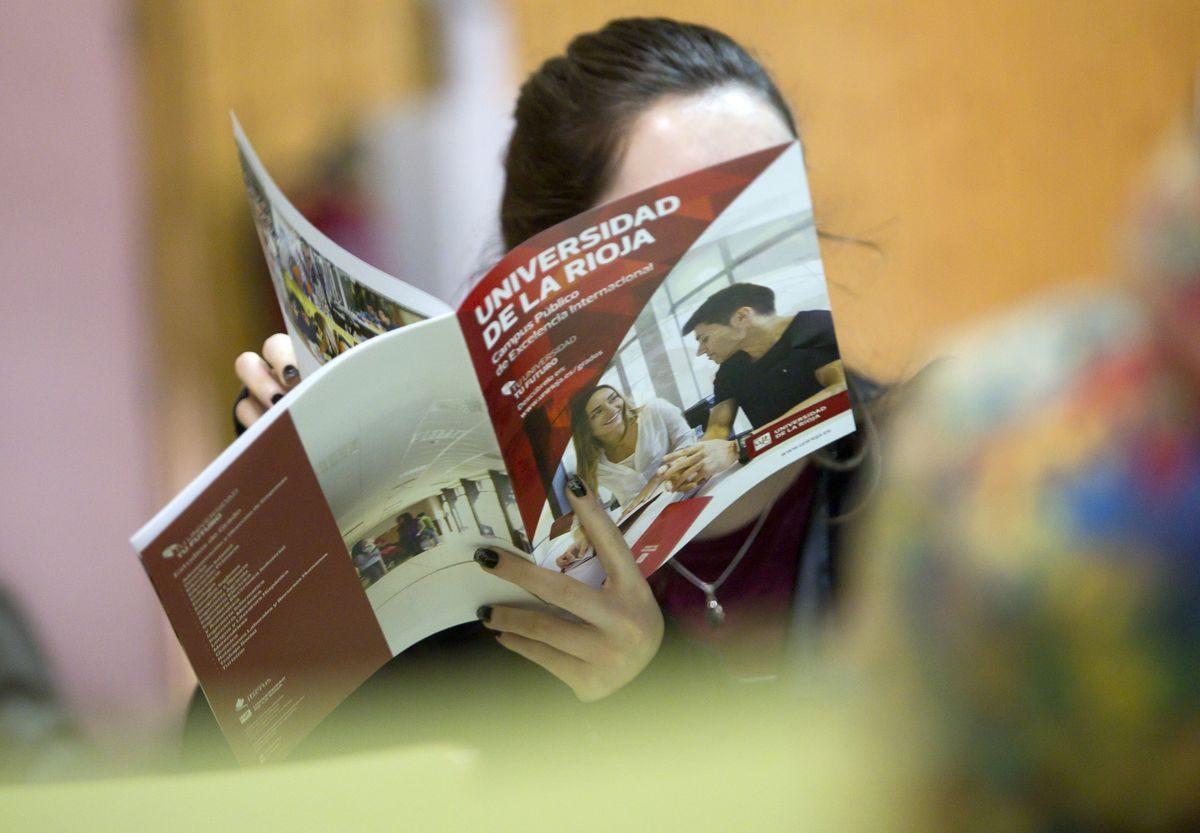 Las imágenes de la campaña informativa de la Universidad de La Rioja en el IES Ciudad de Haro 7