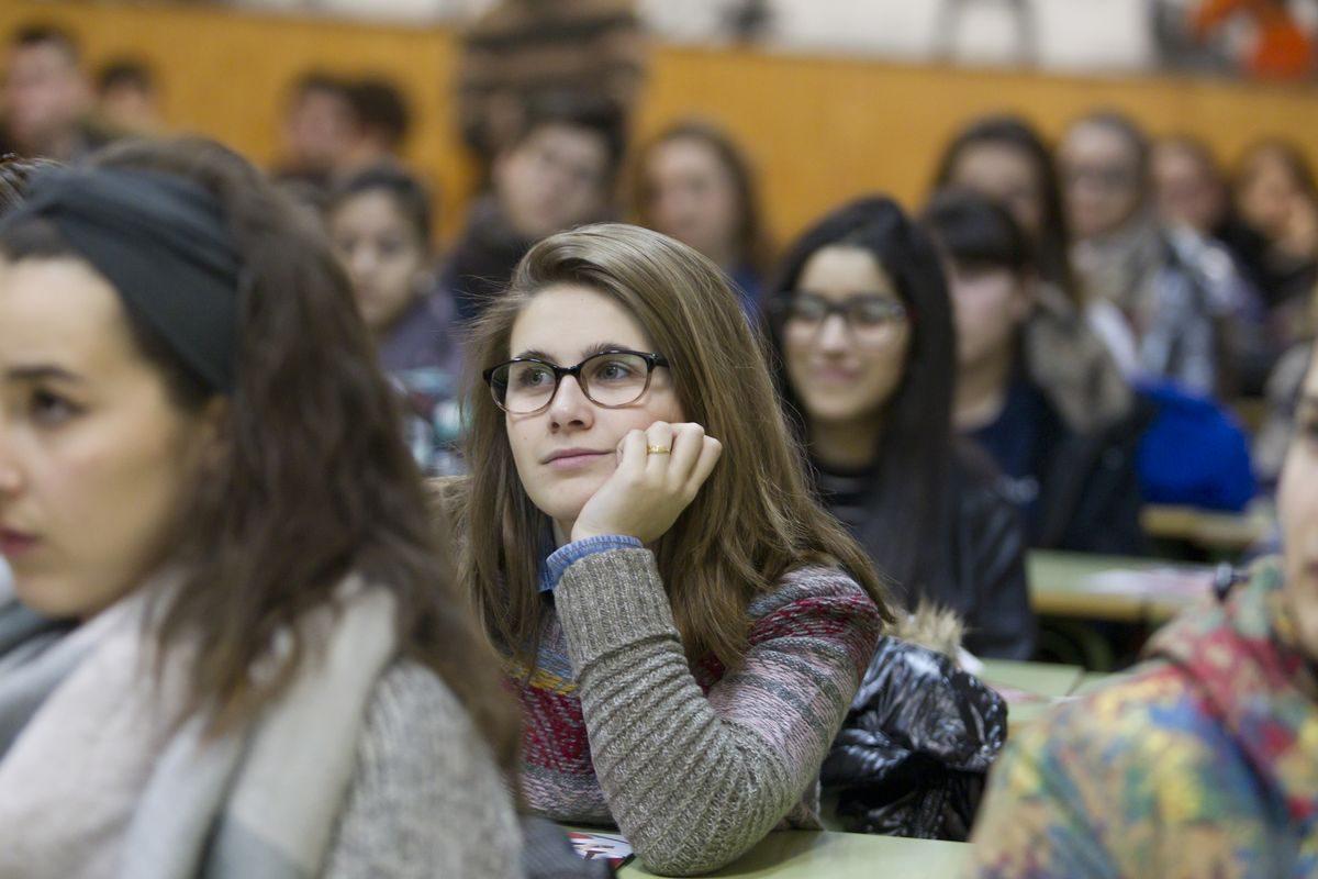 Las imágenes de la campaña informativa de la Universidad de La Rioja en el IES Ciudad de Haro 1
