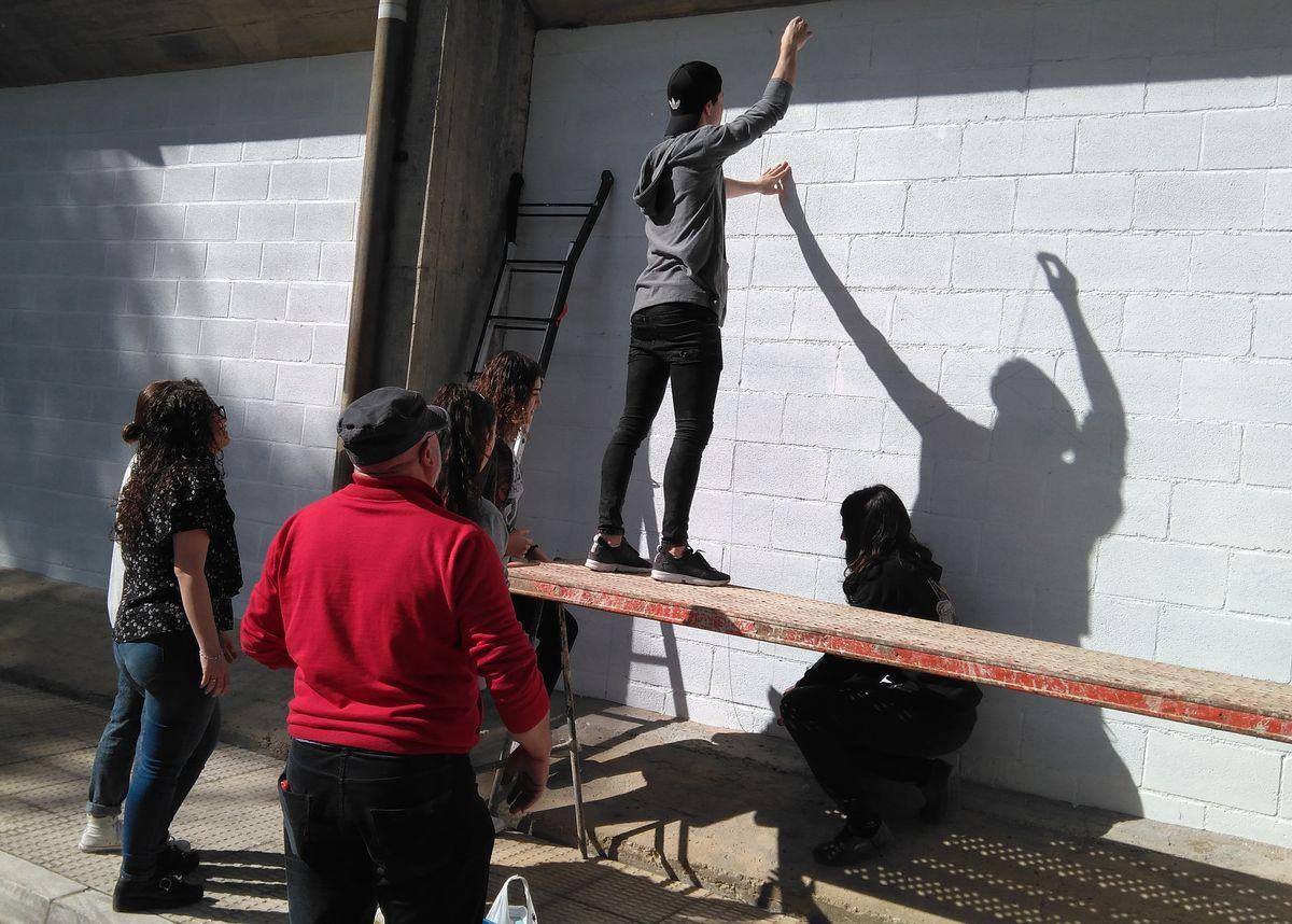 19 alumnos del IES Ciudad de Haro pintarán 14 murales de temática deportiva en el frontón de El Ferial 11