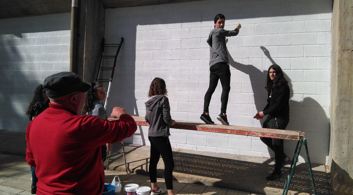 19 alumnos del IES Ciudad de Haro pintarán 14 murales de temática deportiva en el frontón de El Ferial 12