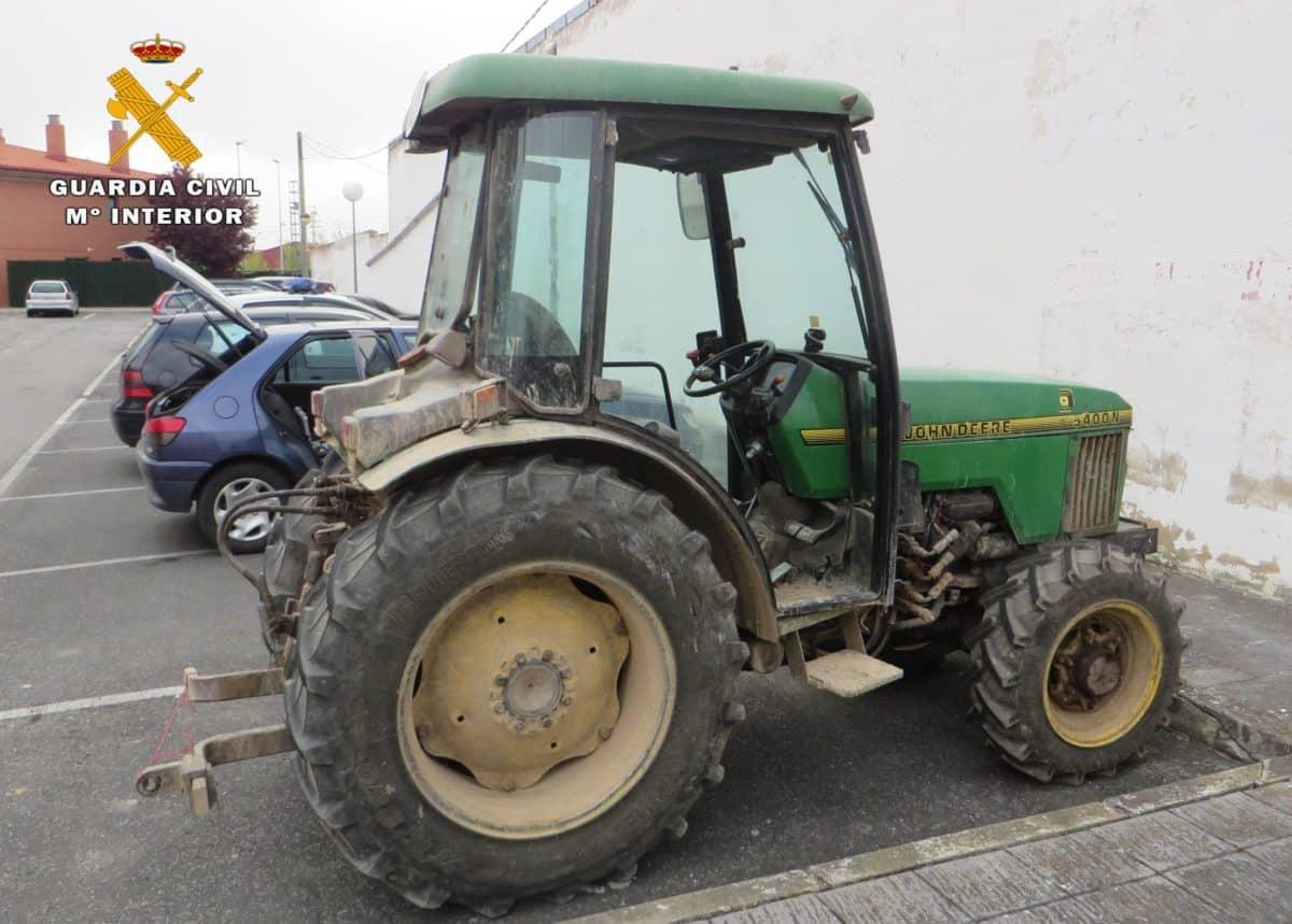 La Guardia Civil detiene a un vecino de Haro por el robo de un tractor y maquinaria agrícola 1