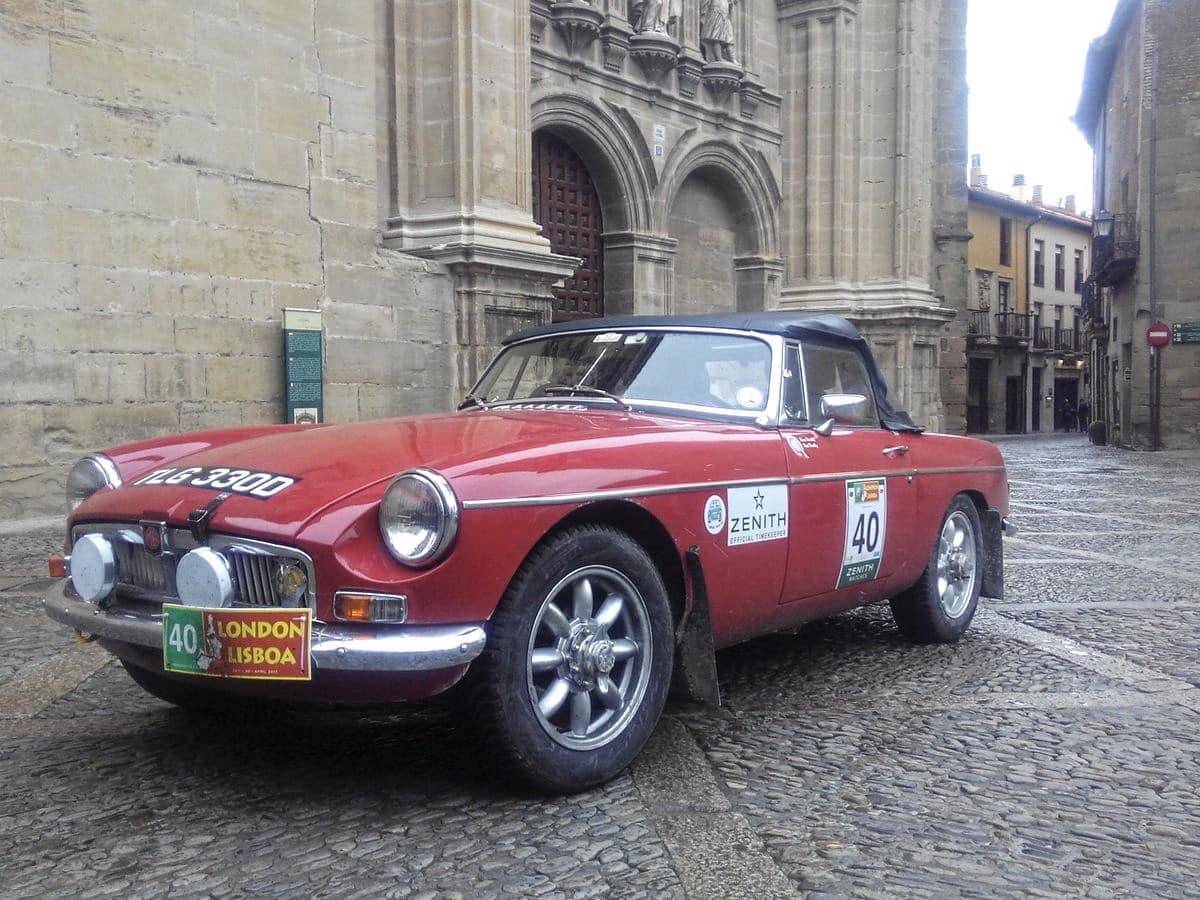 La prueba de coches clásicos Londres-Lisboa llega a Santo Domingo de La Calzada 1