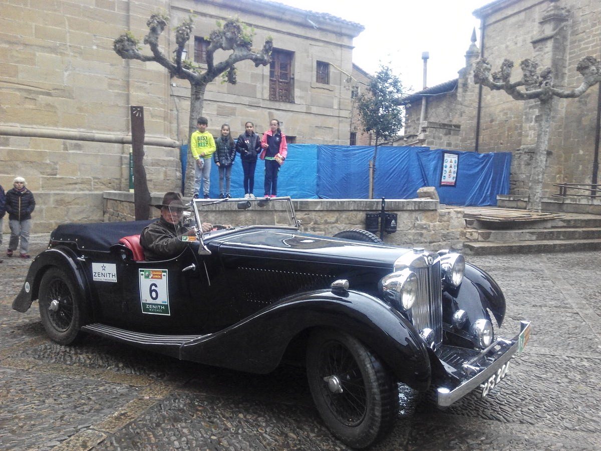 La prueba de coches clásicos Londres-Lisboa llega a Santo Domingo de La Calzada 4