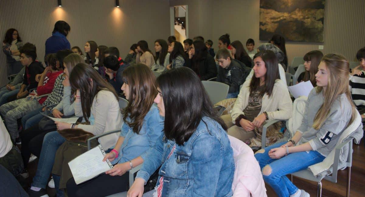 Las imágenes del encuentro de lectura compartida por alumnos de Corazonistas con motivo del Día del Libro 1