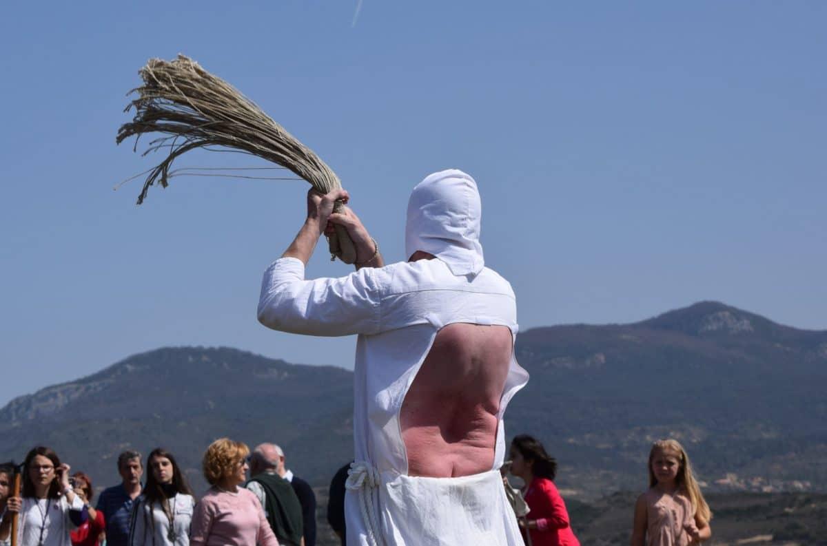 Los 'Picaos' en la procesión del Vía Crucis de San Vicente de la Sonsierra 15