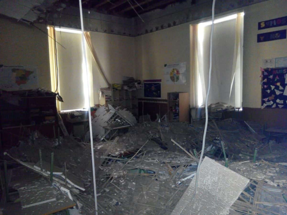 Se desprende parte del falso techo en un aula del Colegio Hermosilla de Santo Domingo de la Calzada 3