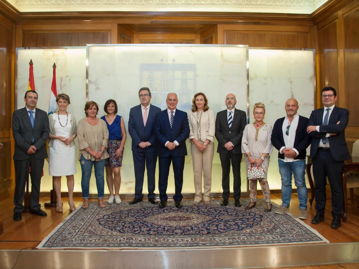 Amancio Ortega dona a La Rioja casi 5 millones de euros para la compra de equipos contra el cáncer 1