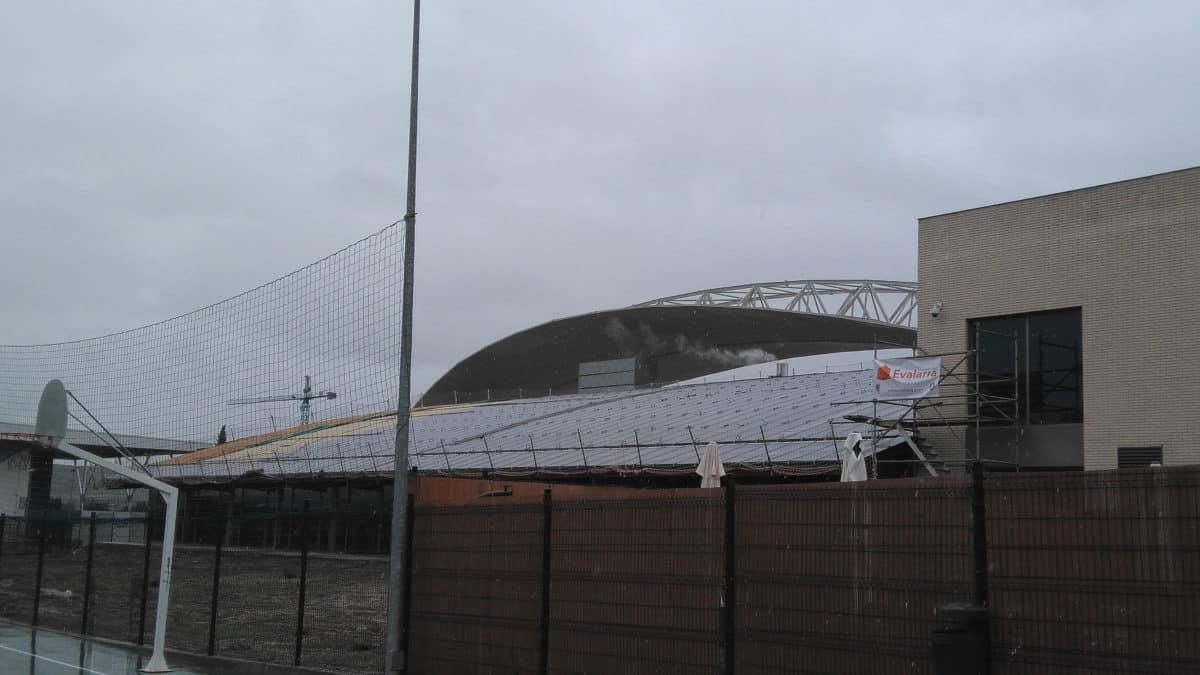 La piscina grande climatizada cerrada temporalmente for Piscina xirivella horario 2017