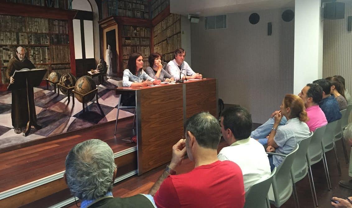 Un centenar de voluntarios muestran su apoyo a la comisión en defensa del paisaje del viñedo de Haro 2
