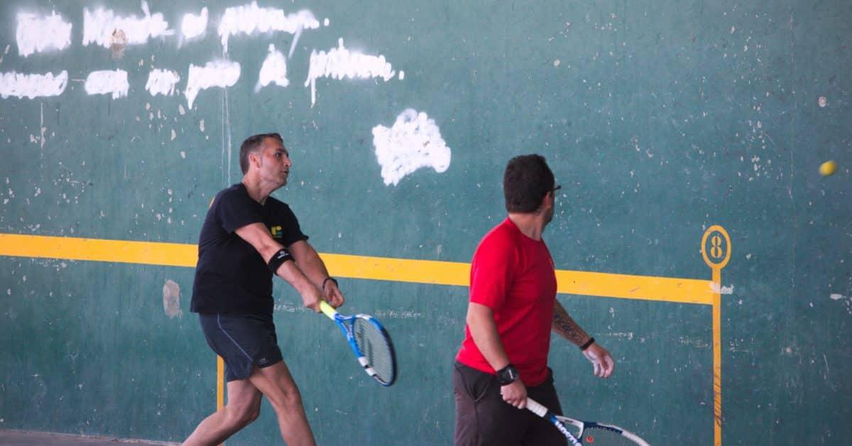 Asier Galarza y Javier Esparza, vencedores del XIX Campeonato de Frontenis Peña Iturri 4