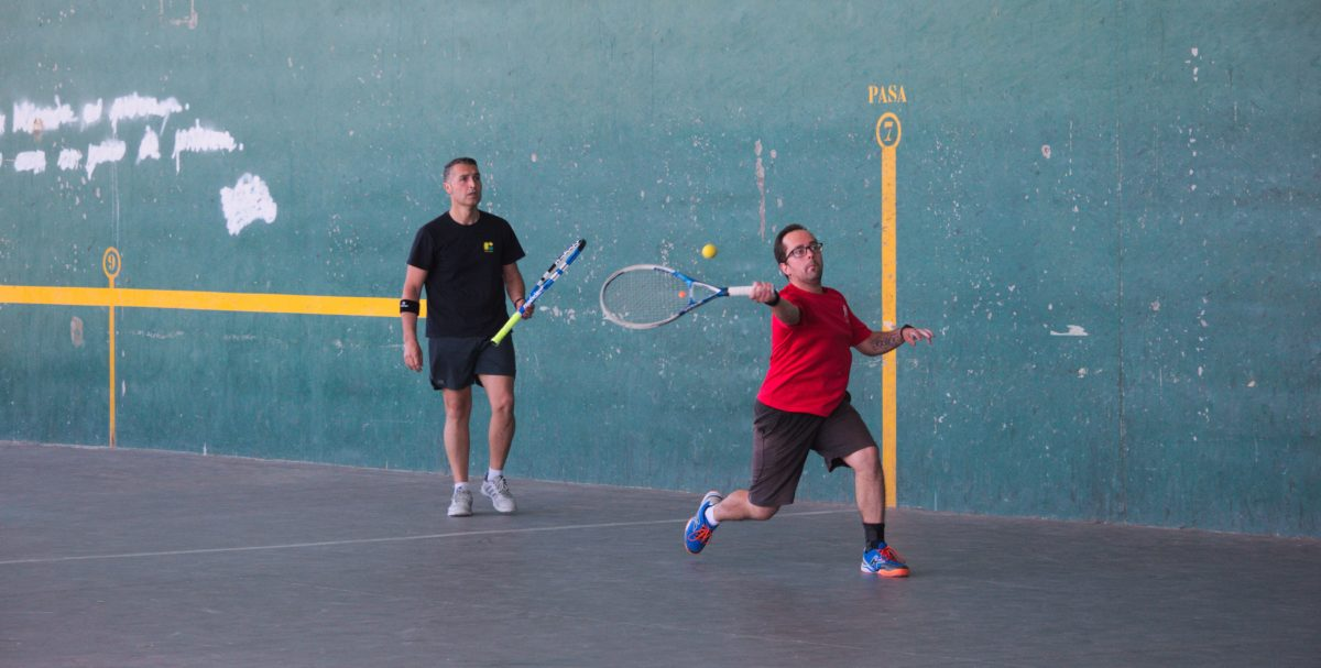 Asier Galarza y Javier Esparza, vencedores del XIX Campeonato de Frontenis Peña Iturri 5