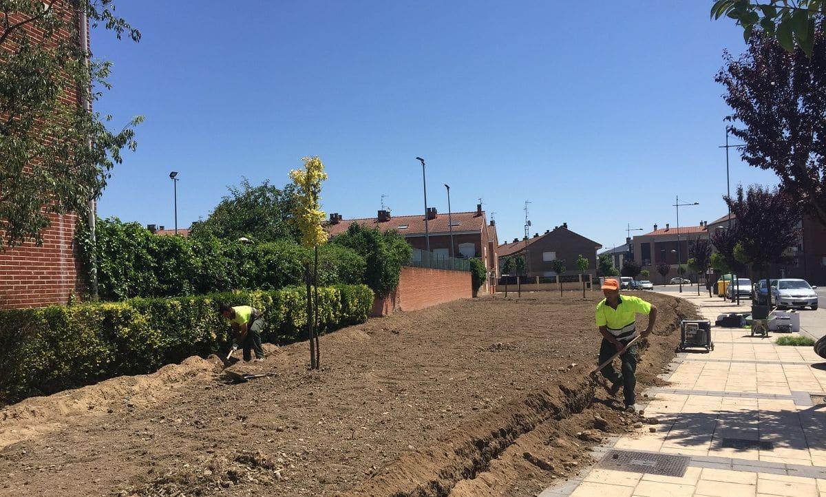 Comienzan los trabajos de mejora en los jardines y zonas verdes de la ciudad de Haro 1