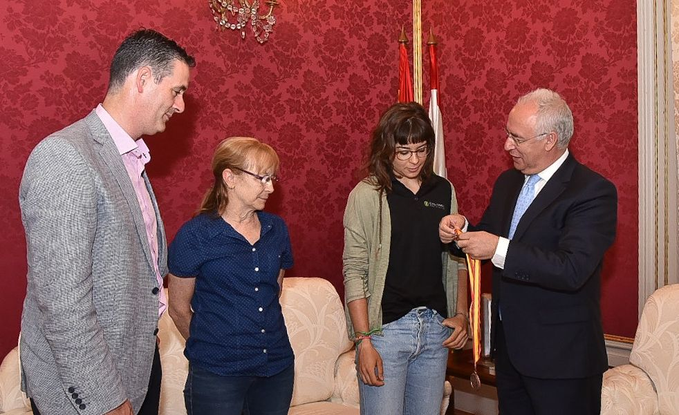 La campeona de España, Sheyla Gutiérrez, recibida por Ceniceros 1