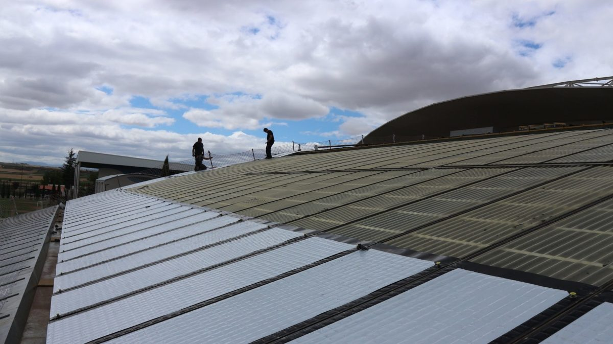 Comienzan los trabajos de instalaci n de las placas for Piscina solares