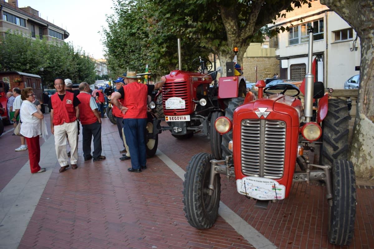 Los participantes de la ruta 'La Rioja en tractor clásico' visitan Haro 3