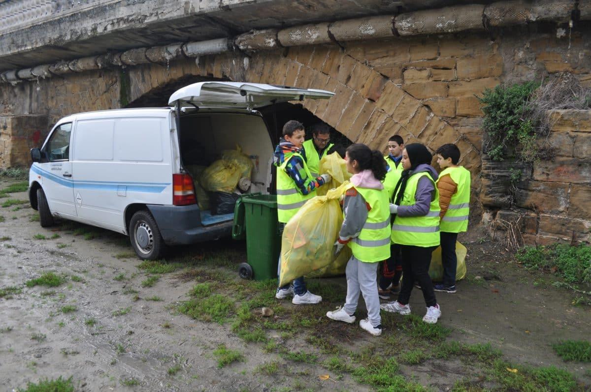 Amigos de los Ríos inicia este martes en Haro la tercera campaña de limpieza de residuos en las riberas 1