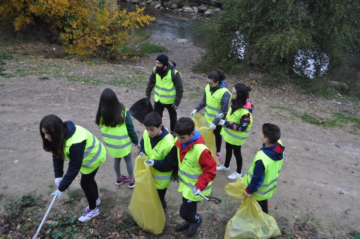 Amigos de los Ríos inicia este martes en Haro la tercera campaña de limpieza de residuos en las riberas 3