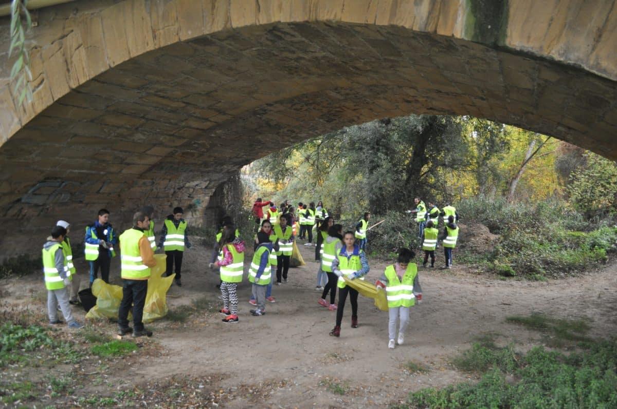 Amigos de los Ríos inicia este martes en Haro la tercera campaña de limpieza de residuos en las riberas 4