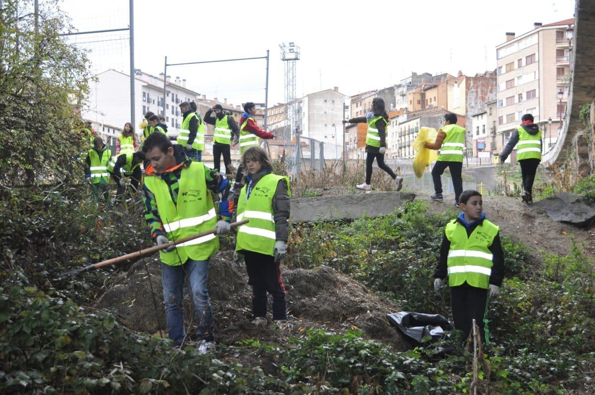 Amigos de los Ríos inicia este martes en Haro la tercera campaña de limpieza de residuos en las riberas 5