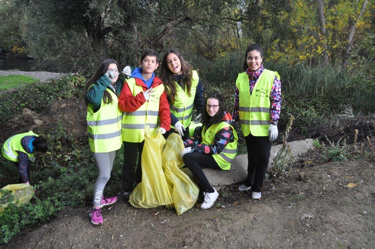 Amigos de los Ríos inicia este martes en Haro la tercera campaña de limpieza de residuos en las riberas 6