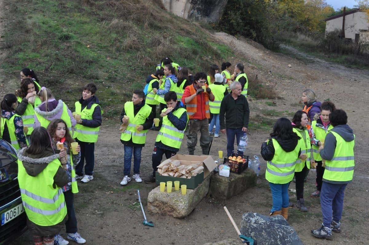 Amigos de los Ríos inicia este martes en Haro la tercera campaña de limpieza de residuos en las riberas 7