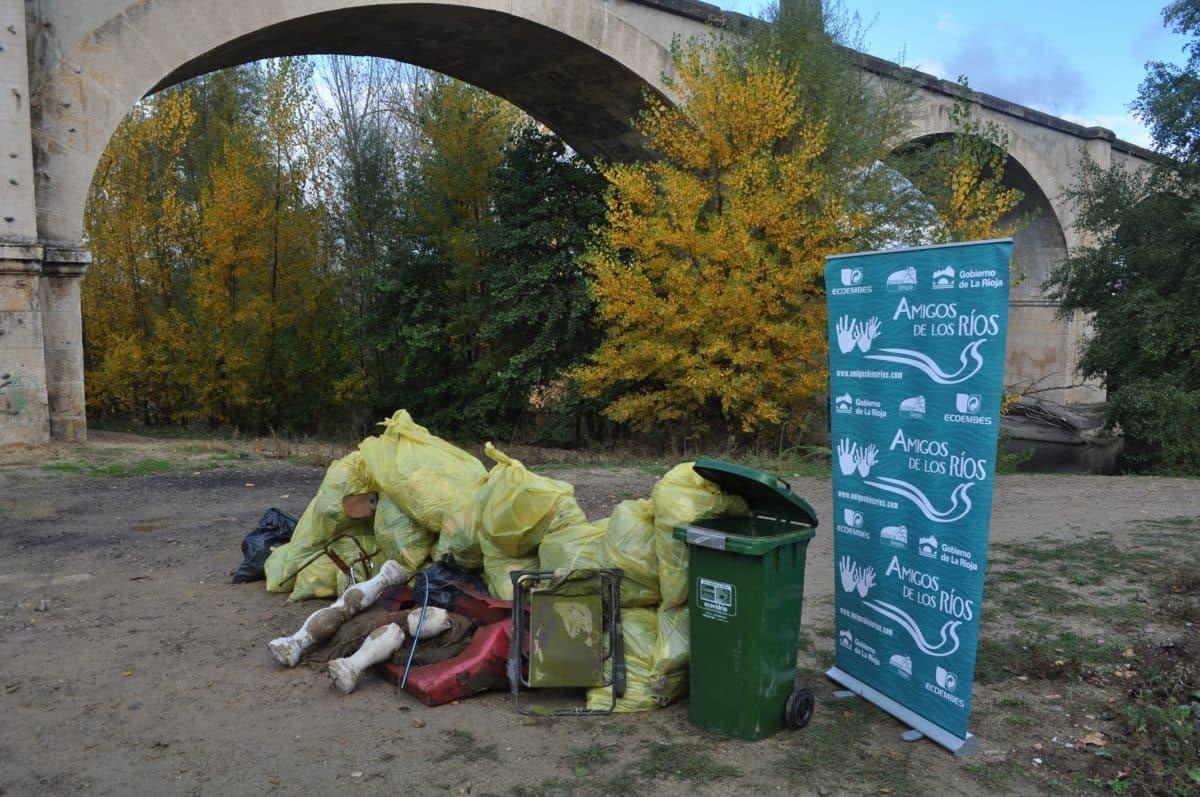 Amigos de los Ríos inicia este martes en Haro la tercera campaña de limpieza de residuos en las riberas 8