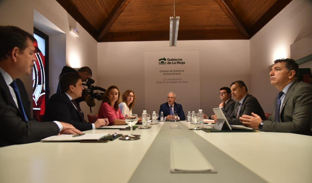 Ceniceros anuncia en Haro un plan para la protección del paisaje y del viñedo de La Rioja 2