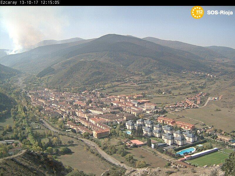 Continúan las labores de extinción del incendio de la aldea de Posadas en Ezcaray 2