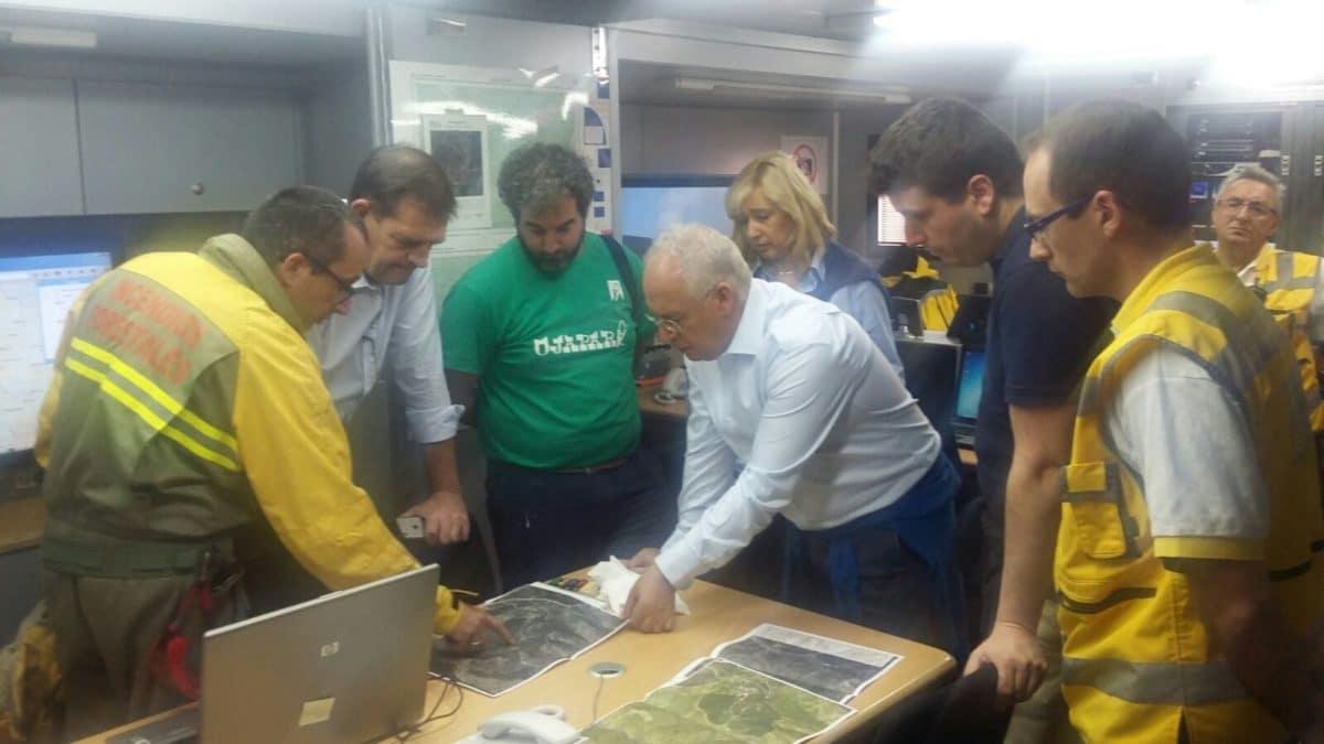 Continúan las labores de extinción del incendio de la aldea de Posadas en Ezcaray 5