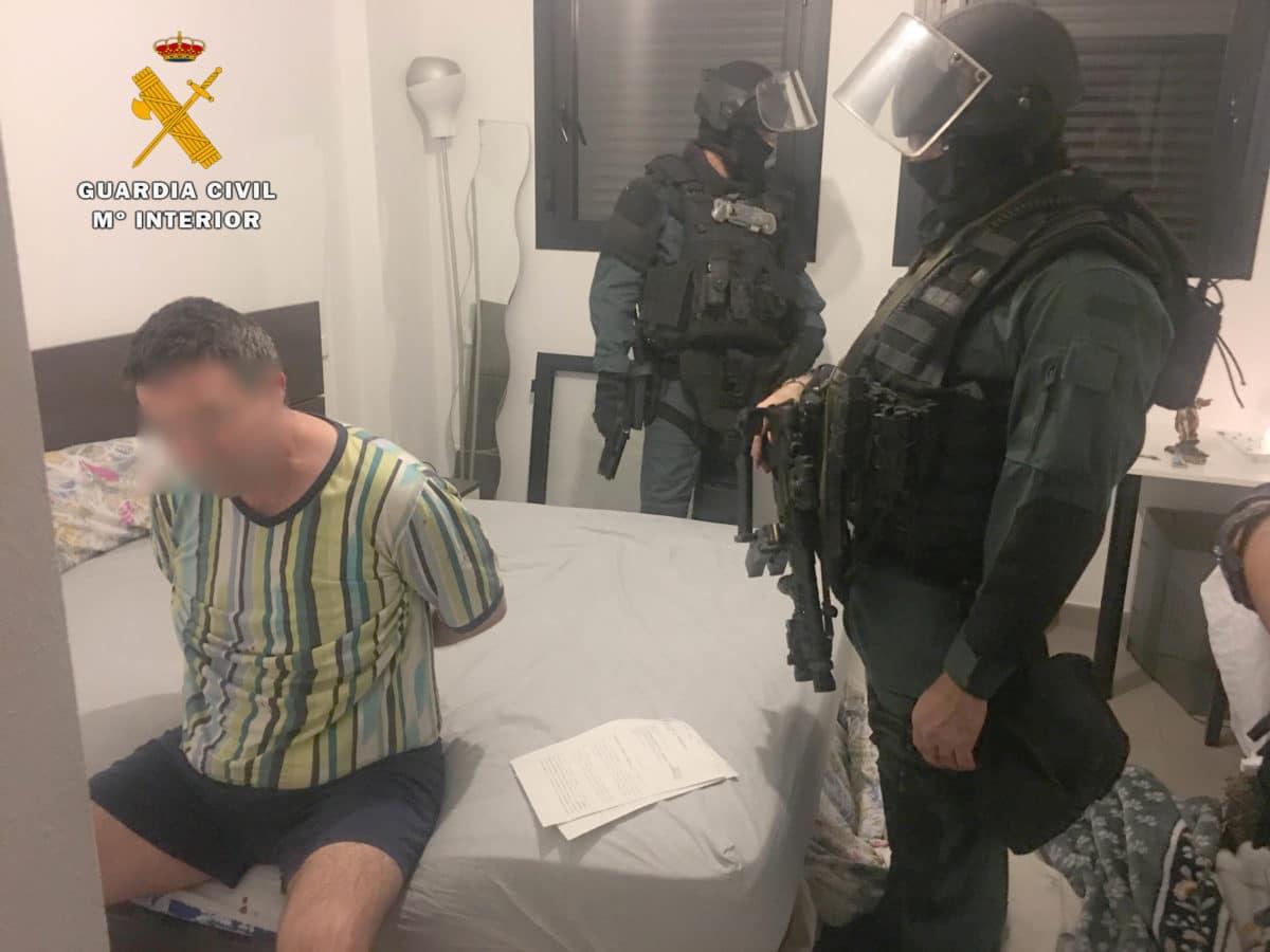 La Guardia Civil desarticula la banda que presuntamente asaltó la sucursal del Santander en Navarrete 3