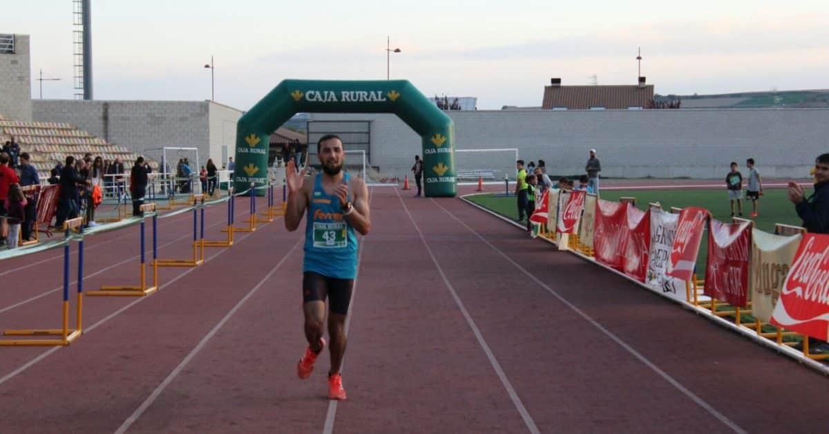 Unos 300 corredores disputan la séptima edición de las Carreras de la Vendimia 12