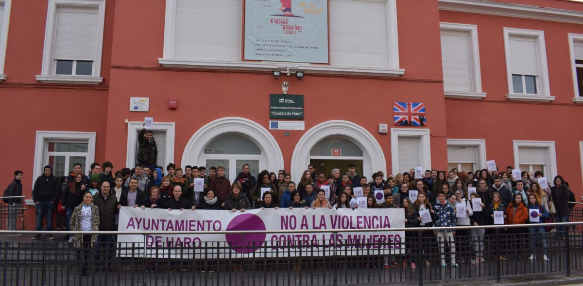 Acto en el IES Ciudad de Haro contra la Violencia de Género 1