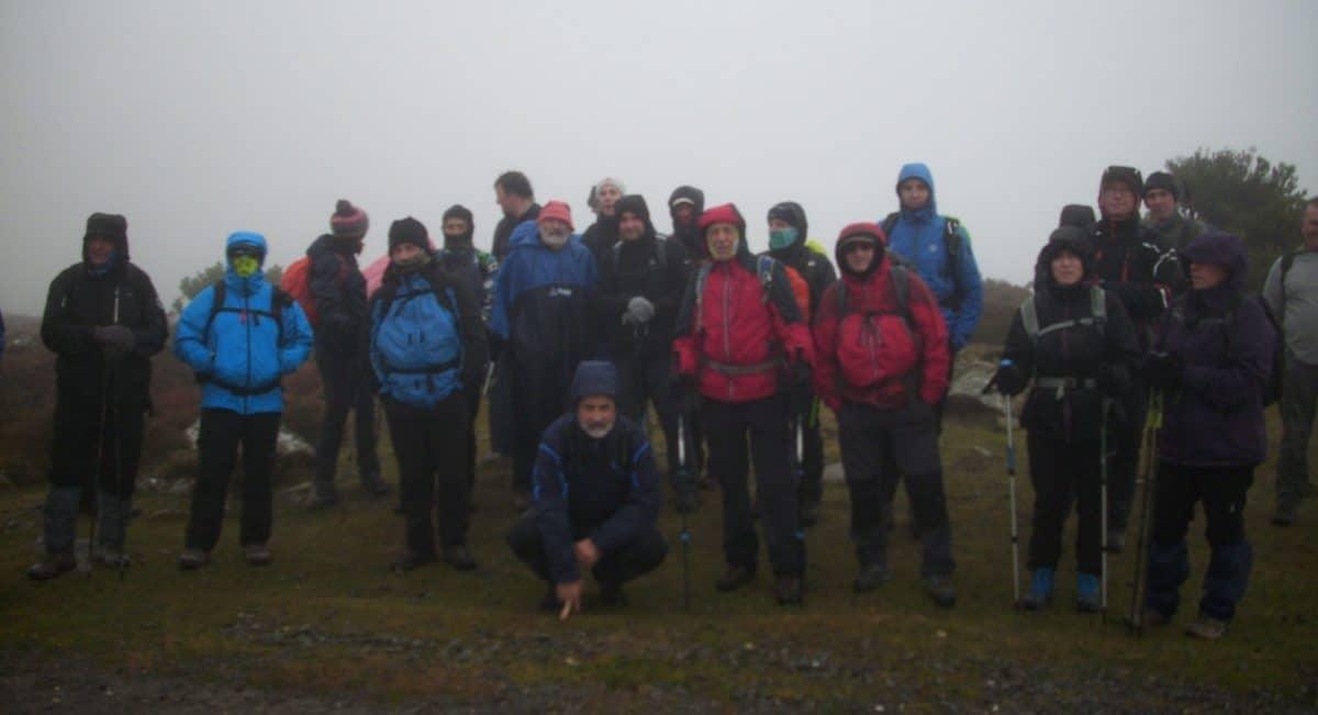 Dos cimas alcanzadas en la sierra de Elgea a pesar del mal tiempo 1
