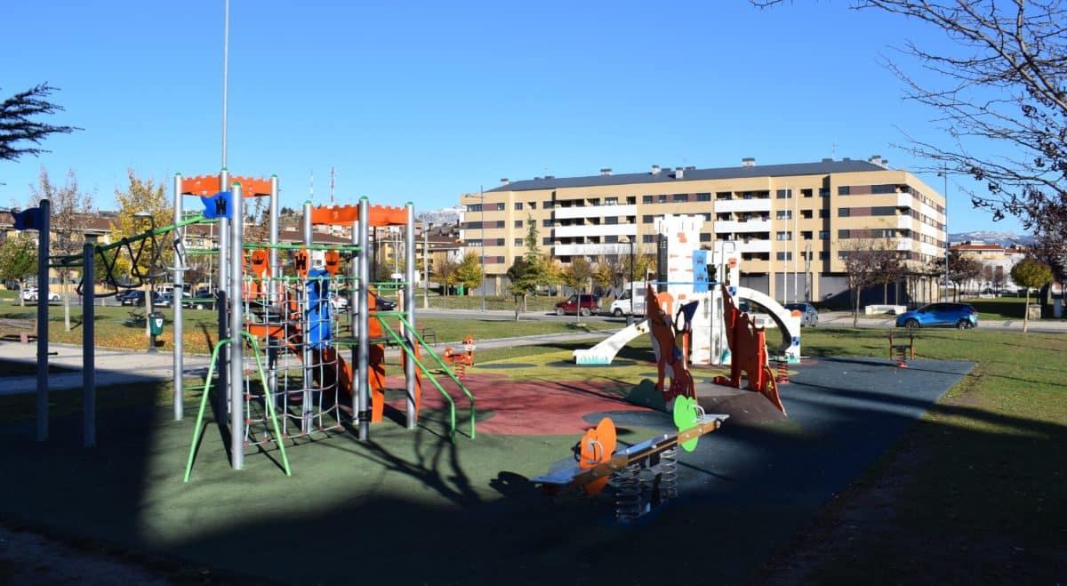 Presentado el proyecto para cubrir el parque infantil de El Mazo 2