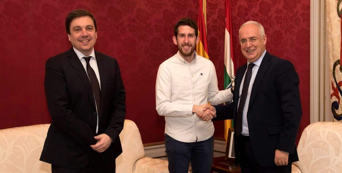 Ceniceros recibe a david peso nuevo presidente del for Oficina del estudiante universidad de la rioja