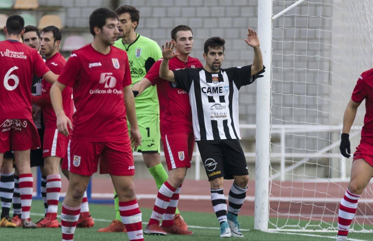El Haro golea a la Oyonesa con un 'hat-trick' de Pirri 5
