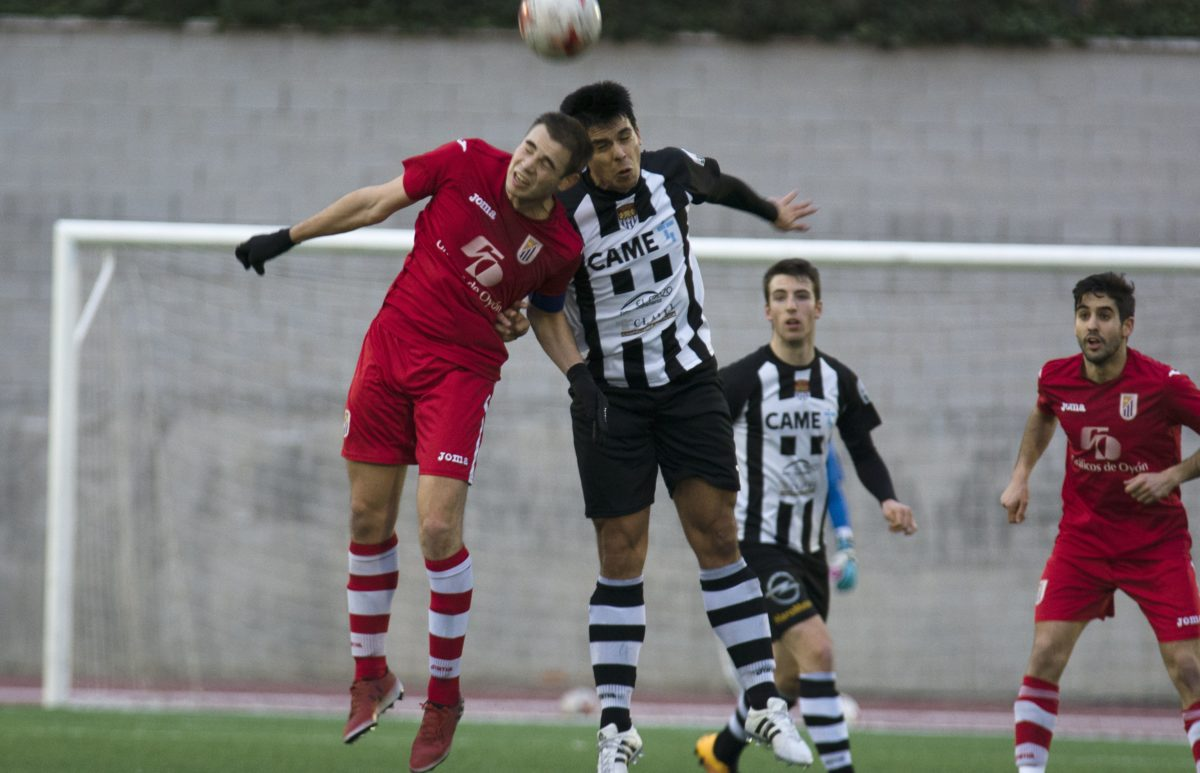 El Haro golea a la Oyonesa con un 'hat-trick' de Pirri 3