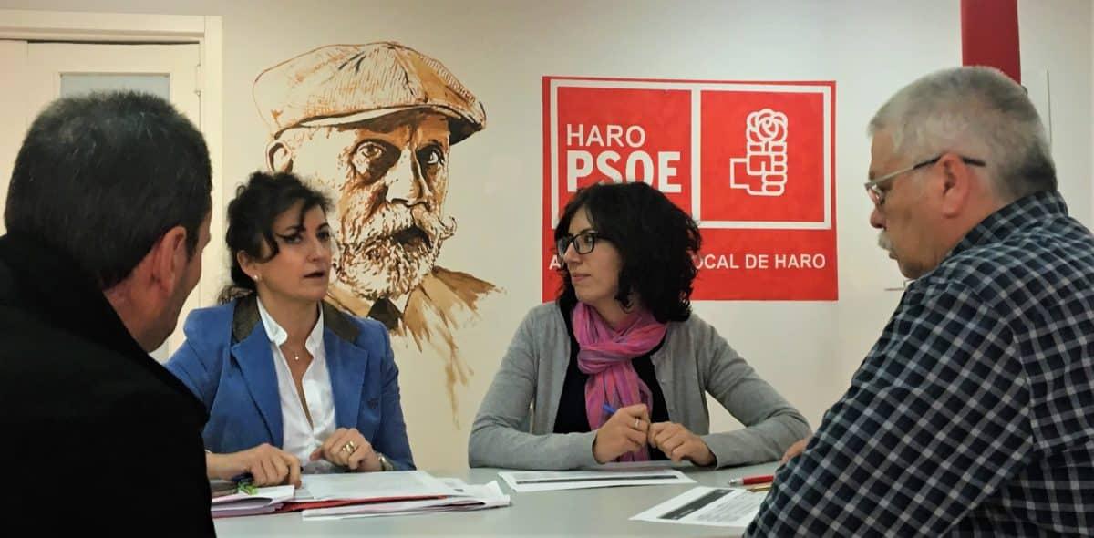 Andreu y Rivado en la sede del PSOE en Haro.