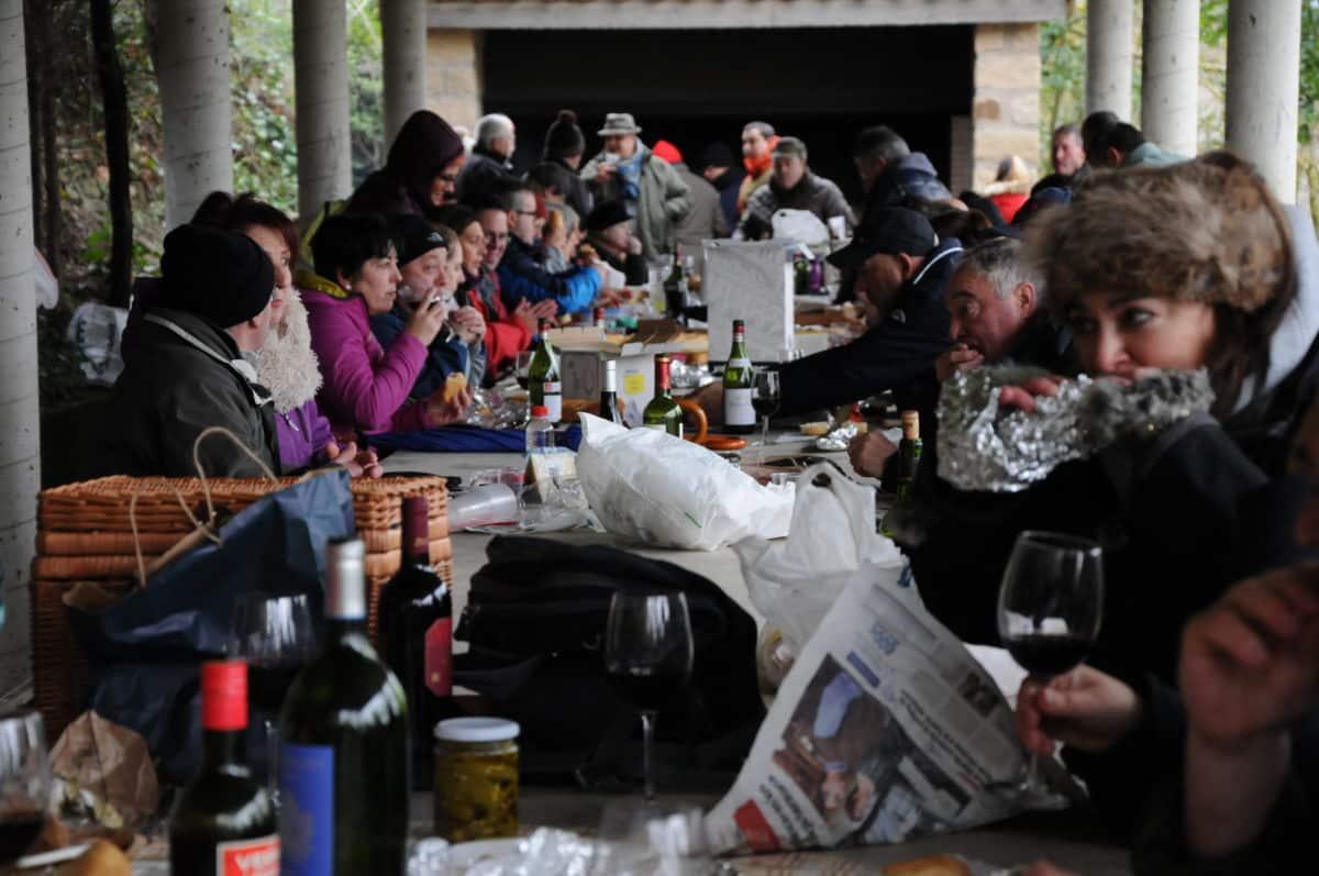 Los romeros cumplen con la tradición del Paso de la Hoja 2