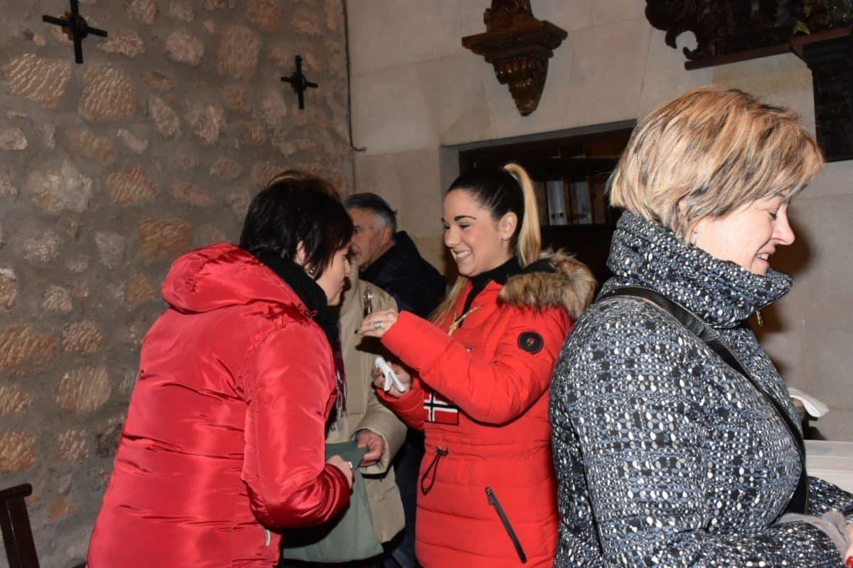 Los romeros cumplen con la tradición del Paso de la Hoja 6